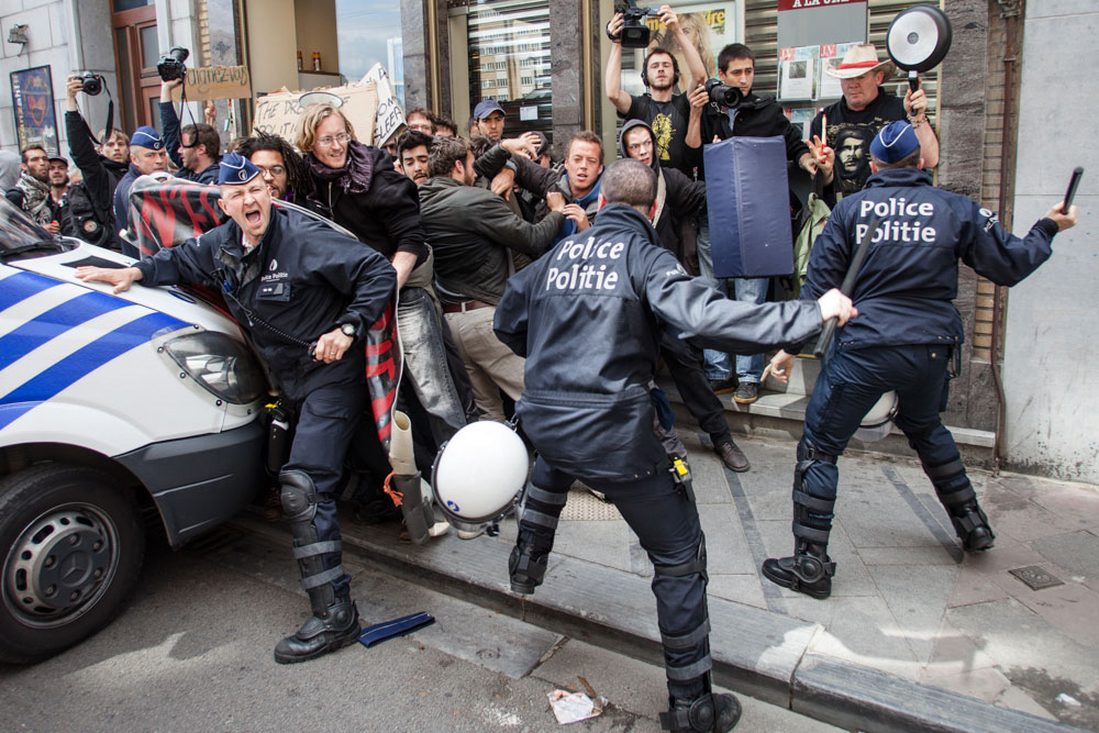 Indignados are pushed back by police - Brussels 2011